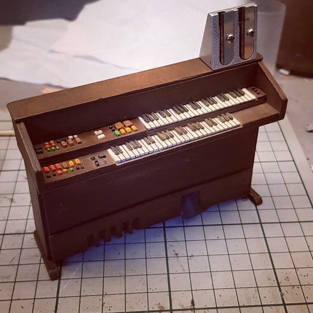 Miniature organ from the mini Bottom flat
